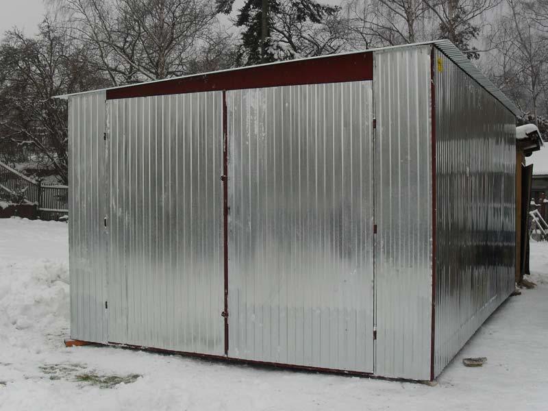 Plechová garáž so spádom na bok