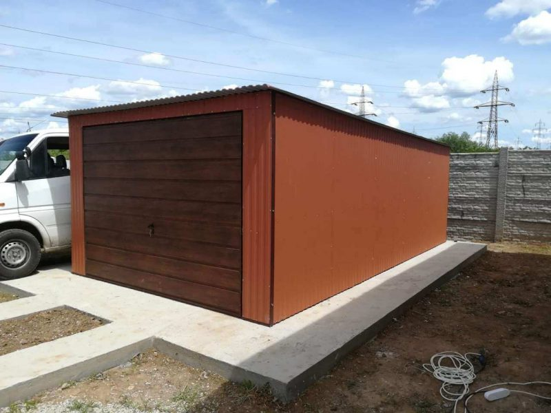 Plechová garáž so spádom strechy dozadu 3.5x6